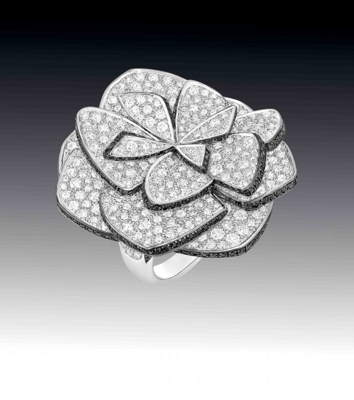 Chanel Fine Jewellery Ruban de camelia ring